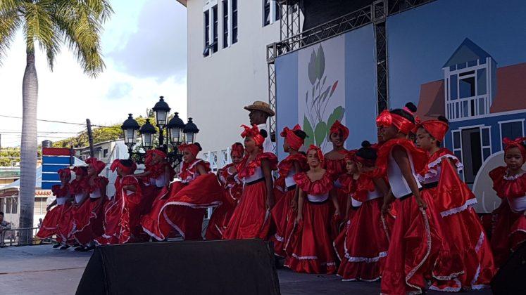 The DR folk ballet in red dresses