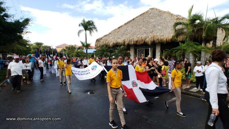 yellow shirt students