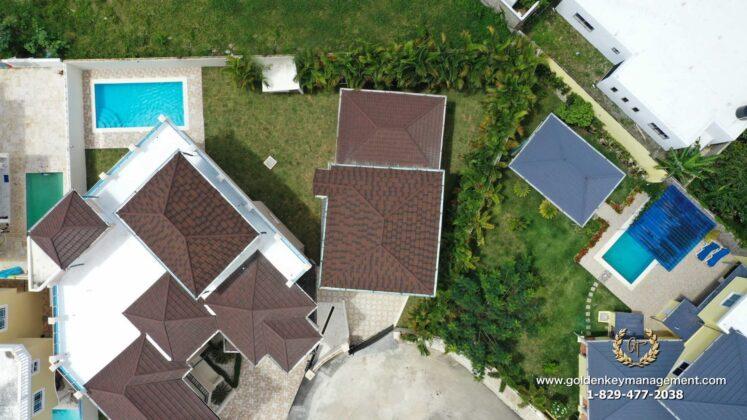 Bird eye view of the pool