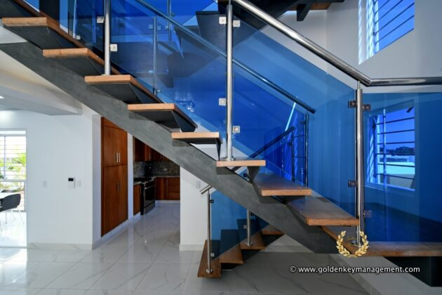 stair case in wood and metal