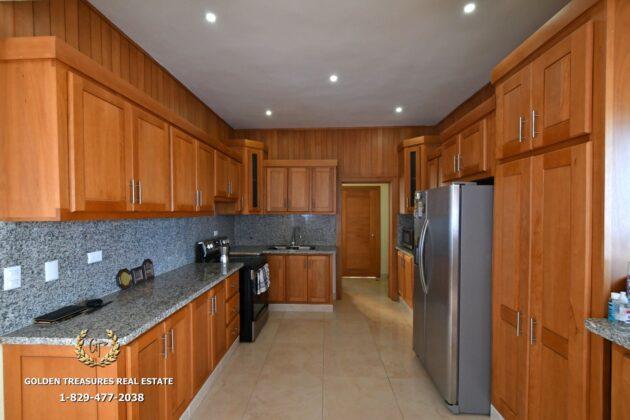 Oak wood kitchen cabinets