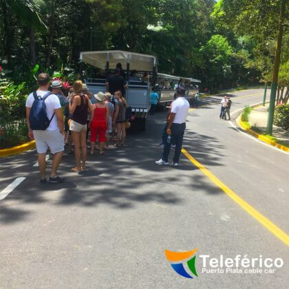 Tourists arriving to the teleferico